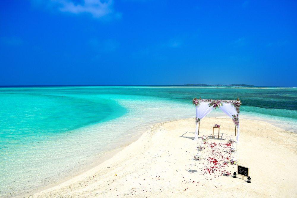 beach-beach-wedding-bird-s-eye-view-169195.jpg
